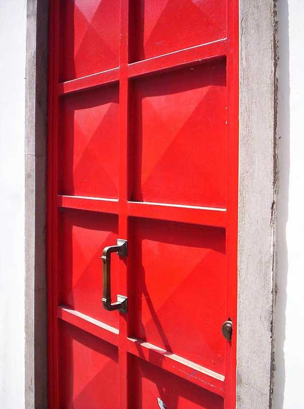 двери металлические красная